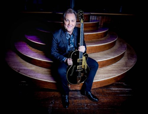 Steve Wariner Inducted into Musicians Hall of Fame by Garth Brooks